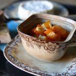 Scopri la ricetta dell'agrodolce di zucca proposta da Sale&Pepe. Tanto gusto e tanta bontà per un piatto che non teme paragoni, delizioso da assaporare.