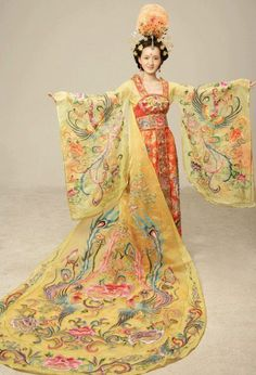 Cheongsam Qi pao Ancient Chinese dress China Dance Costumes Traditional Hanfu Page 3 Chinese Traditional Costume, Traditional Fashion, Traditional Dresses, Traditional Kimono, Style Oriental, Oriental Fashion, Asian Fashion, Chinese Fashion, Hanfu