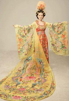 Cheongsam Qi pao Ancient Chinese dress China Dance Costumes Traditional Hanfu Page 3 Chinese Traditional Costume, Traditional Fashion, Traditional Dresses, Traditional Kimono, Hanfu, Cheongsam, Folk Costume, Costume Dress, Oriental Fashion