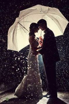 21 Incredible Night Wedding Photos That Are Must See ❤ See more: http://www.weddingforward.com/night-wedding-photos/ #wedding #bride