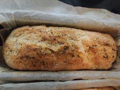 Δεν θέλει ζύμωμα! Πρόκειται για ένα ψωμί που γίνεται σε μια ωρίτσα το πολύ και εντυπωσιάζει τους πάντες! Το φτιάχνω όταν μπλοκάρω, π.χ. τα μωρά πεινάνε για κάτι ζεστό και νόστιμο, η παρέα που θα έρθει θέλουν κρασάκι δροσερό και μεζεδάκι πρώτο κτλ... Bread Bun, Recipe Images, Greek Recipes, Finger Foods, Banana Bread, Snacks, Cooking, Desserts, Buns
