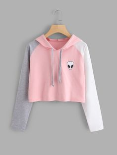 ROMWE offers Alien Print Contrast Sleeve Hoodie & more to fit your fashionable needs. Girls Fashion Clothes, Kids Outfits Girls, Teenage Outfits, Teen Fashion Outfits, Cute Comfy Outfits, Trendy Outfits, Cool Outfits, Girls Crop Tops, Crop Top Hoodie