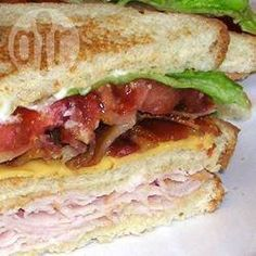 Lorraine's Club Sandwich Recipe Classic Club Sandwich! My favorite! Sandwich Sous-marin, Club Sandwich Recipes, Sandwich Shops, Soup And Sandwich, Sandwich Ideas, Turkey Club Sandwich, Grilled Sandwich, Sandwiches For Lunch, Delicious Sandwiches