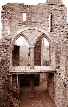 Goodrich Castle Arches by Canis Major, via Flickr
