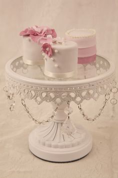 Call them mini, call them individual, call them whatever you want - these small wedding cakes are increasingly turning into the favoured alternative of a single show-stopping masterpiece
