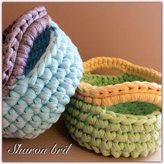 Crochet Home, Crochet Gifts, Crochet Yarn, Crochet Basket Pattern, Crochet Patterns, Crochet Baskets, Crochet T Shirts, Crochet Poncho, Spiral Crochet