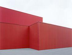 """sachliches"": Halle rot C-Print, 100 x 133 cm © Josef Schulz Architecture Details, Interior Architecture, Industrial Architecture, Building Architecture, Minimal Photo, Architectural Photographers, Steel Buildings, Color Inspiration, Geometry"