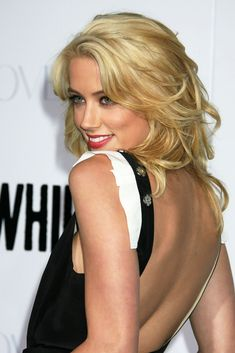 Amber Heard She also filmed the horror film The Stepfather and the comedy film Ex-Terminators back-to-back in 2008 while promoting Never Back Down, Mandy Lane and Remember the Daze Amber Heard Hot, The Stepfather, Beautiful Gorgeous, Beautiful Women, Hollywood Actresses, American Actress, Glamour, Long Hair Styles, Celebrities