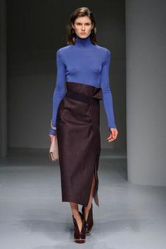 Come sono le gonne di moda per l'Inverno 2018? A vita alta, femminili e molto eleganti, come queste