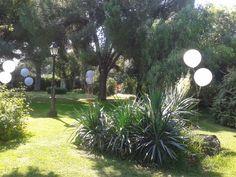 Decoración de una boda con globos gigantes en Hotel Cortijo El esparragal #bodas #haciendas #decoracion  http://www.laorganizadoradesuenos.com/organizacion-bodas.html