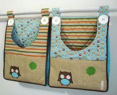 Dois bolsões porta fraldas confeccionados em tecido 100% algodão e estruturado.  Ideal para guardar as fraldas do seu bebê.     *** Podemos confeccionar em outros temas.