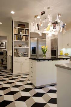O piso vinílico é uma alternativa ecológica para a casa, podendo ser aplicado em diversos ambientes. Confira um guia com dicas e fotos de como usar o piso!