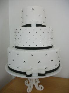 bolo branco e preto - Edna Decorações