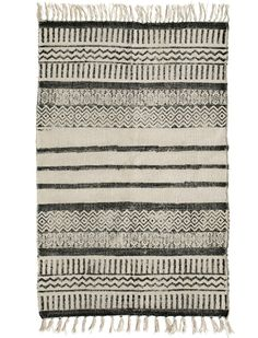 Great handwoven carpet with stripes by Nordal. It is printed and pre-washed. In the washing process, stones have been used to create a beautiful patina. This makes each carpet unique. They have the choice between runners in 150 x 75 cm or as a large carpet in 250 x 200 cm.