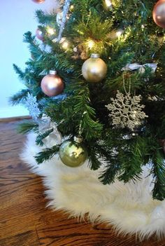 Faux sheepskin tree skirt - 10 Untraditional Tree Skirt Ideas | Apartment Therapy