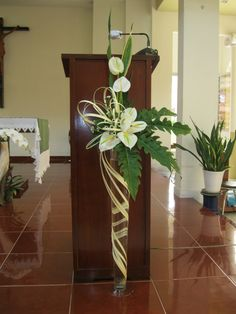 1 million+ Stunning Free Images to Use Anywhere Tropical Flower Arrangements, Creative Flower Arrangements, Church Flower Arrangements, Altar Flowers, Church Flowers, Church Altar Decorations, Flower Decorations, Contemporary Flower Arrangements, Deco Floral
