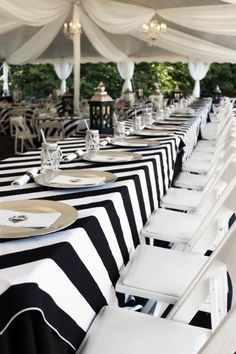 Modern black and white tablescape #stripes #reception | Photography: A Sunshine Moment