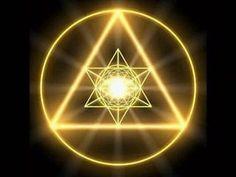 В данном материале мы расскажем о мощном древнем талисмане на деньги, который вы сможете сделать самостоятельно — это «Магический треугольник богатства».