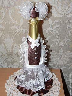 Bling Bottles, Glass Bottles, Wine Glass, Glass Art, Wedding Wine Bottles, Champagne Bottles, Wine Bottle Crafts, Bottle Art, Champagne Dress
