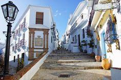 Rincones de #Andalucía: calle de Frigilliana ( #Málaga) / Places of #Andalusia: a street of Frigiliana ( #Malaga), by @trivago_es