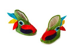 Keep your little one cozy with this vibrant set of parrot booties. Leather Baby Shoes, Leather Booties, 3rd Baby, Baby Love, Baby Bootees, Kids Slippers, Felt Baby, Shoe Pattern, Inspiration For Kids
