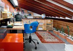 A designer Sarita Ávila aproveitou o vão entre a estrutura do telhado e o forro do quarto para criar um mezanino de 17,50 m², com piso de po...