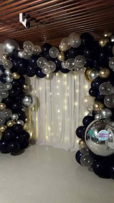 Gorgeous set up at the NPG last week. That sure was a busy Valentines Day 😊 Thanks to Monique from for the pic and shout out to for the pretty backdrop 📸✨. Gold Birthday Party, 40th Birthday Parties, Anniversary Parties, Birthday Bash, Birthday Ideas, Birthday Balloon Decorations, Gold Party Decorations, 50th Birthday Balloons, Masquerade Decorations