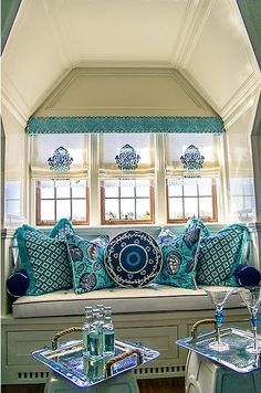 Beautiful color combo! Turquoise and navy window seat.