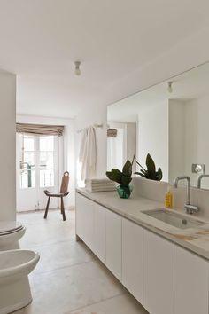 Baixa House - Serviced Apartments Rent in Lisbon ::: floor Lisbon Apartment, Piano Stool, Classic Bathroom, Serviced Apartments, Bedroom Apartment, Modern Rustic, Scandinavian Design, House Design, Flooring