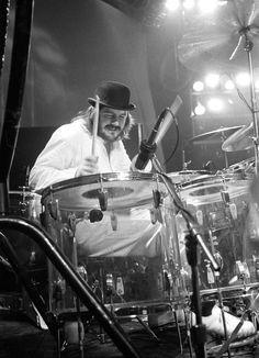 Led+Zeppelin+-+Bonzo+Drum+Tracks+%28Polar+Studios+Stockholm+1978%29+-+B%26W+Photo+%28Excellent+Photo%29.JPG (911×1259)