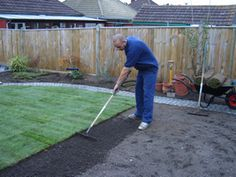 How to Lay Turf - Our Turf Laying Guide - Modern Design Small Backyard Patio, Backyard Landscaping, How To Lay Turf, Garden Turf, Brick Garden Edging, Lawn Turf, Outdoor Living Rooms, Fake Grass