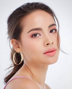 My beauty, beauty make up, classic beauty, hair beauty, beautiful asian women Beauty Women, My Beauty, Hair Beauty, Beautiful Girl Image, Beautiful Asian Women, Galactik Football, Hd Make Up, Asian Makeup Tutorials, Asian Celebrities