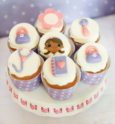 Lots of cute Doc McStuffins party theme ideas Doc Mcstuffins Cupcakes, Doc Mcstuffins Birthday Party, Mary Birthday, 3rd Birthday Parties, Purple Desserts, Dessert Decoration, Cake Flavors, Candy Party, Cakes And More