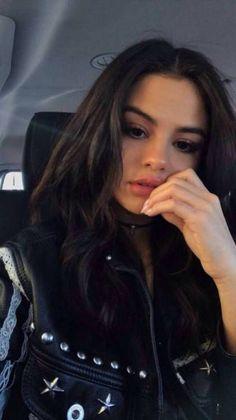 Selena Gomez's Style You'll Love 124 – Fashion Selena Gomez Fashion, Selena Style, Selena Gomez Fotos, Selena Gomez Selfies, Selena Gomez Pelo Corto, Celebrity Outfits, Celebrity Style, Rihanna, Selena Gomez Wallpaper