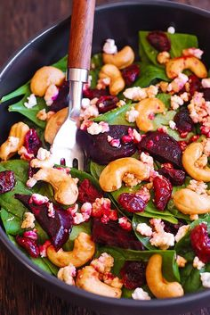 Beet Salad with Spinach, Cashews, Cranberries, and Goat Cheese with honey, lemon and olive oil dressing. Beet Salad With Feta, Roasted Beet Salad, Beet Salad Recipes, Salad Dressing Recipes, Spinach Salad, Baby Spinach, Salmon Recipes, Smoothie Recipes, Beet And Goat Cheese