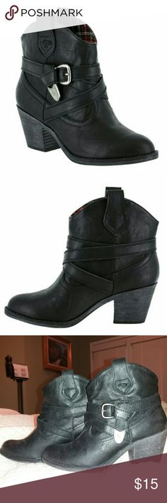 """Rocket Dog Satire Slick Bootie *Cute, stylish vegan-leather Booties w/western flair & details *Black w/pewter accents *Size 8.5 (True-to-Size) *3"""" heel height *Worn only once...in Excellent Condition! *Original Box not included Rocket Dog Shoes Ankle Boots & Booties"""