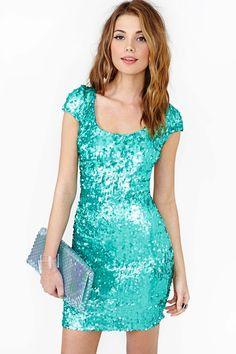 Deja a todos con la boca abierta la próxima vez que salgas de rumba con este vestido aqua de lentejuelas.