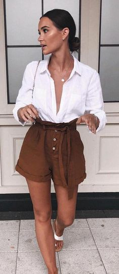 Cute Summer Outfits To Update Your Wardrobe White Tshirt Outfit Summer, White Long Sleeve Shirt Outfit, Collared Shirt Outfits, Long Shirt Outfits, White Shirt Outfits, Long Sleeve Outfits, Long Shirts, Stylish Summer Outfits, Summer Outfits Women