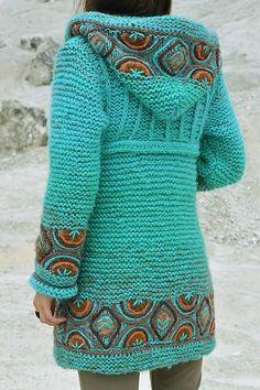 Kabátik Azur Touch, Handknit tunic with hoodAttach to old fleece. Crochet Baby Poncho, Crochet Coat, Crochet Cardigan Pattern, Crochet Jacket, Knitted Coat, Crochet Clothes, Knitting Machine Patterns, Knitting Stitches, Knitting Designs