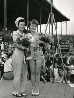 In this 1944 photo, Miss Toronto, 20-year-old Carolyn Ryan, poses with Miss War Worker, Dorothy Stone, 18, at CNE Stadium. Both women earned 300 dollar prizes. The War Worker pageant began in 1941 and was part of the Toronto Police field day activities. The original Miss Toronto pageant was held at Sunnyside Park in 1922. Vintage Love, Vintage Black, Old Photos, Vintage Photos, Field Day Activities, Fashion Catalogue, 30 Years Old, Beauty Queens, Pageant