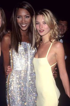 Fashion Icons: supermodels Naomi Campbell and Kate Moss 1999 Fashion, 2000s Fashion, Look Fashion, Runway Fashion, Fashion Models, Fashion In The 90s, Fashion Rings, Retro Fashion, Top Models