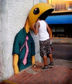 A different type of Art  /  By street artist Waka Waka. Asunción, Paraguay
