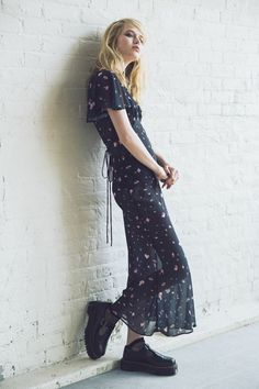 Shop Betsey Johnson Vintage For UO Juliana Rose Maxi Dress at Urban Outfitters today. We carry all the latest styles, colors and brands for you to choose from right here. Urban Fashion, 90s Fashion, Fashion Outfits, Grunge Fashion, 90s Grunge, Fashion Spring, Fashion Trends, Hipster Outfits, Urban Outfits