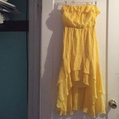Yellow Ruffles dress A yellow Ruffles dress suitable for all body types and heights. Size 3. Dresses