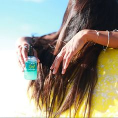 Adding a little texture to our hair with #BbSurfInfusion to create the perfect beach look! My hair naturally has a lot of texture so I also love the way it smooths and gives my tresses a little sheen! x @ladyslider #BbSurfStories #bumbleandbumble #surfinfusion #surfspray