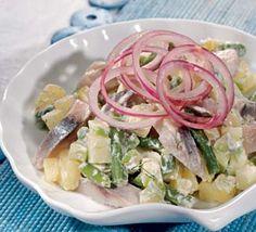 Картофельный салат с сельдью ИНГРЕДИЕНТЫ картофель – 2 шт. соль сельдь (филе) – 2 шт. йогурт натуральный (постный майонез)– 4 ст.л. укроп – 1 пучок уксус – 0,5 ст.л. (сливки жирностью 9% – 0,5 ст.) сахар – 0,5 ст.л. фасоль зеленая свежемороженая – 100 г масло растительное – 1 ст.л. горчица – 1 ч.л. большая красная луковица – 1 шт. большое яблоко – 1 шт. лимон, только сок – 1 шт.