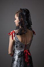 """Robe exclusive pour la série """" aller au bal en carrosses d'acier avec la Mercedes Benz Gallery"""