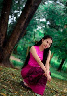 Burmese Girls, Myanmar Women, Asian Model Girl, Cute Beauty, Girl Face, Cute Girls, Girls Dresses, Aamir Khan, Sari