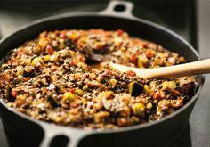 Som en blandning av en klassisk linssås och en italiensk caponata, det vill säga superenkel att laga och smakrik som tusan.