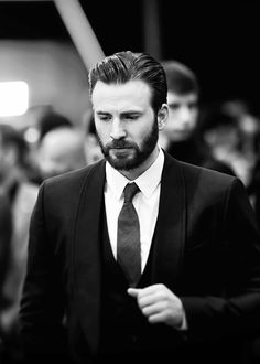 """Chris Evans attends the premiere of Marvel's """"Captain America: Civil War"""" at Dolby Theatre on April 12, 2016 in Los Angeles, California."""